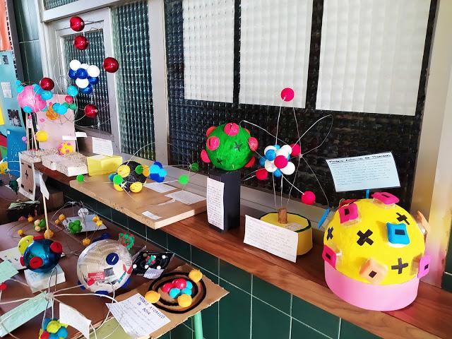 Maquetas de modelos atómicos en el IES Azuer